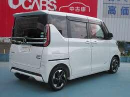 色は人気色の白色です。年式が新しく状態も良いお車です。軽自動車をお探しの方はぜひお買い求めください!