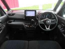 運転席周りです。内装は綺麗な状態でシートなどに目立つ汚れもございません。