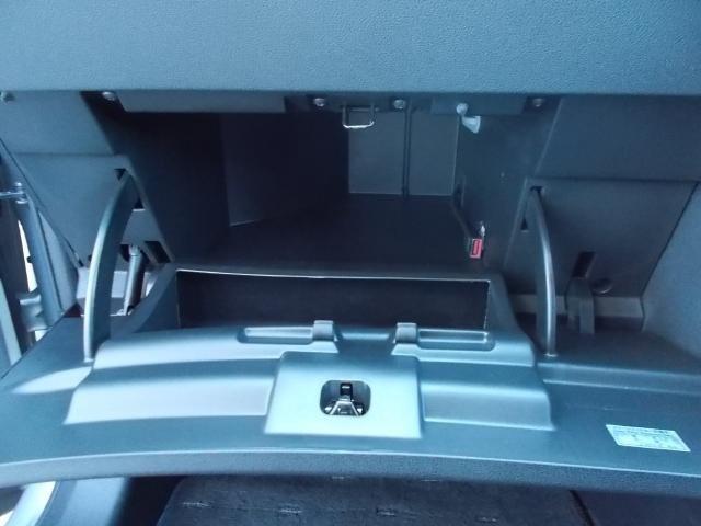【収納】車検証入れや小物入れなど多彩な収納が設置されています。小物や常備品を収納!