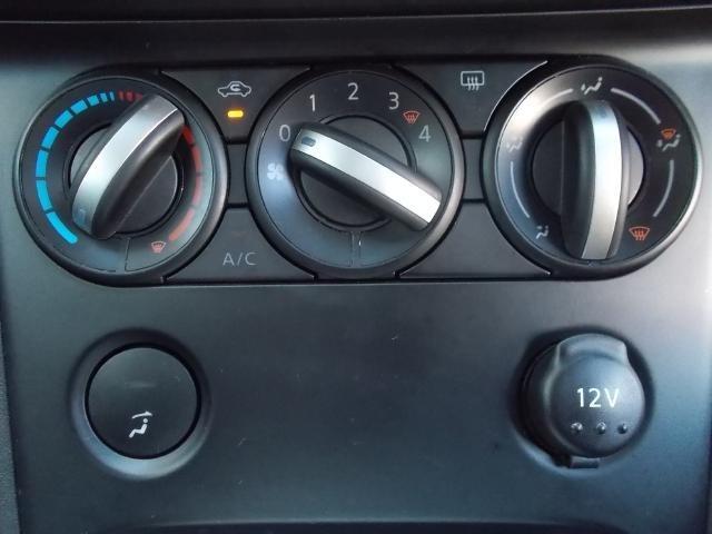 【マニュアルエアコン】ダイヤルを回して簡単に温度調整ができます。車内も快適ですね!