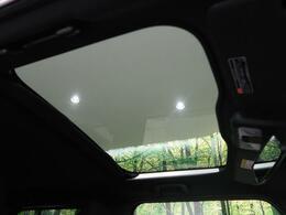 人気装備!!【ガラスルーフ】開放的なガラスルーフからは、爽やかな風や温かい陽の光が車内に差し込みます。