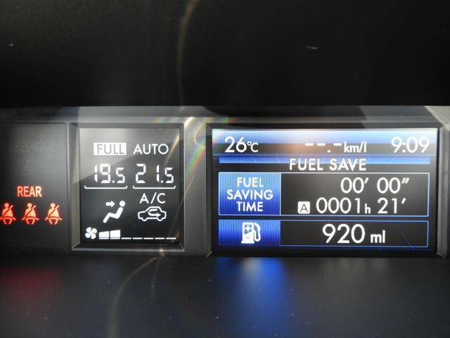 マルチインフォメーションディスプレイで燃費などの情報をチェックできます。