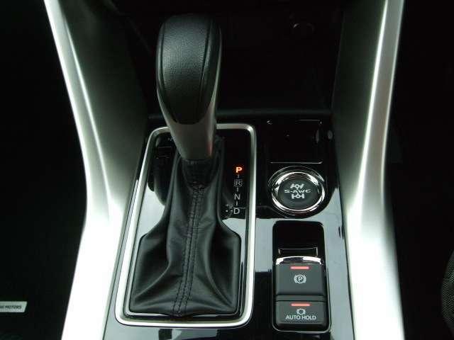 電動パーキングブレーキや、オートホールド機能も装備。