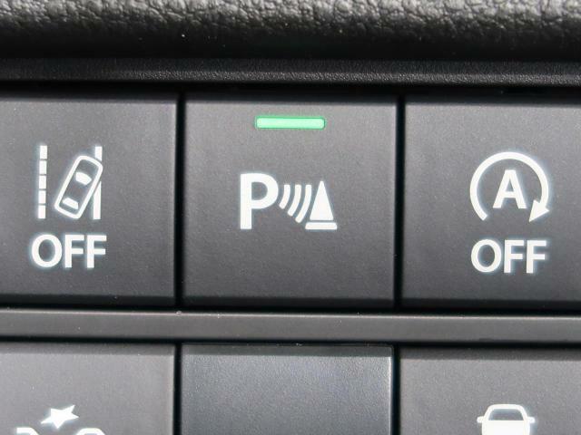 【コーナーセンサー】クルマの四隅に付けた音波センサーによって、他のクルマや障害物との距離を計測し、近づくと音でお知らせする便利な機能です。