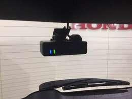 【リア用ドライブレコーダー】 後方の録画環境に合わせた専用設計。さらに安心感が高まります。