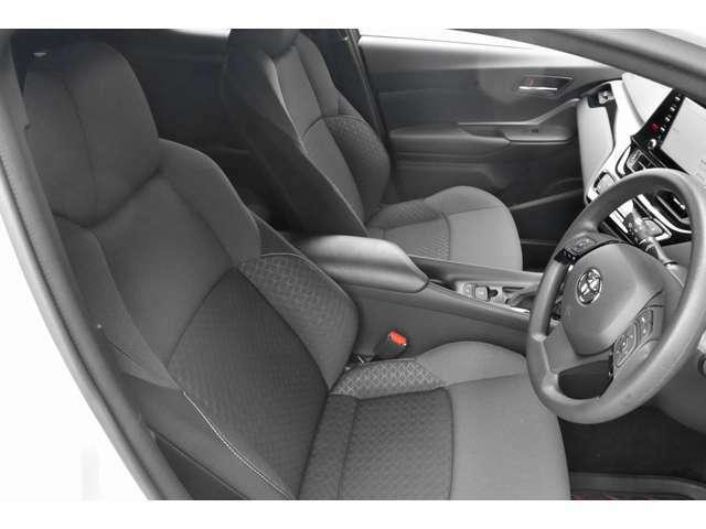 ディスプレイオーディオ標準装着車両、メーカーオプションバックカメラを標準装備しております。