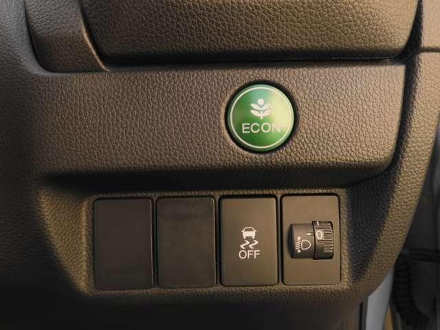 【VSA】が装備されています。コーナーリング時の横すべりを抑える機能と、車両の急激な挙動変化を抑える機能で、安定した走行を実現しています。運転に安心とゆとりが出来ます。