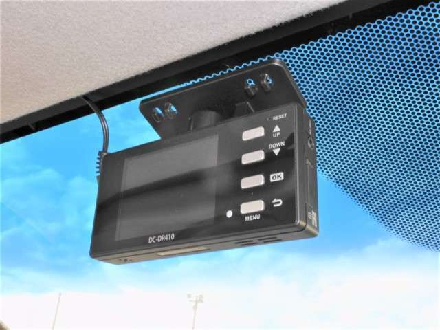 今やドライブレコーダーは必需品! 万が一のときにしっかりと証拠を残しましょう!旅の思い出をドライブ映像としても残せますよ わずかなご負担で最新機種の装着や、後方監視の追加も可能です。