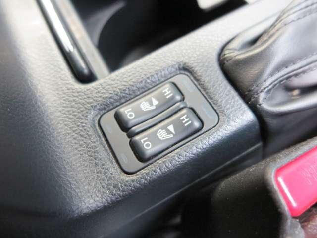 【シートヒーター】前席シートヒーター搭載。2段階での使用が可能。これからの時期には大活躍です