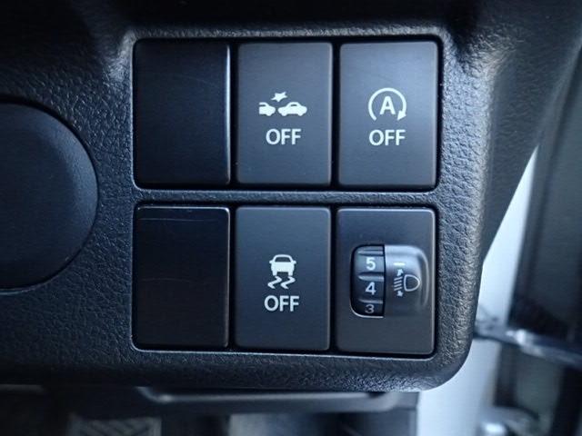 衝突軽減ブレーキやアイドリングストップを装備。