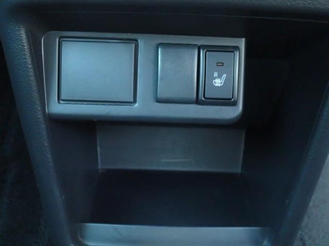 運転席にはシートヒーター付き。