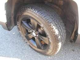 タイヤはマキシスAT!ホイルは純正17インチブラック加工!