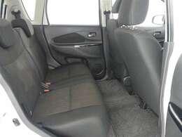 ★後部座席も当然、綺麗・清潔に仕上げております。内装の綺麗なお車は気持ちが良いですし、内装の綺麗なお車はコンディション良好のモノが多いです。前のユーザー様が丁寧に使っていた証拠です♪