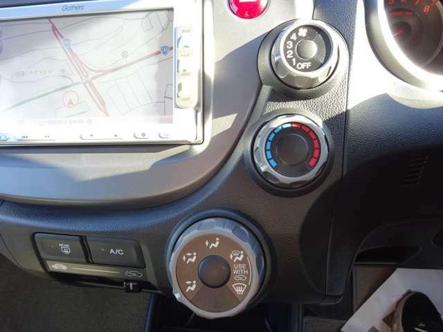 車内を快適に保つマニュアルエアコン