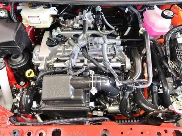 スチームがけでエンジンルームの汚れも綺麗にクリーニング!エンジンルームが綺麗ですと日常点検もしやすく、コンディションのチェックや維持の面でとってもプラスですね!