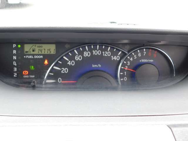 ギアポジションランプ:速度計:エンジン回転数計と並びます。