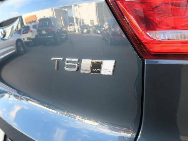 オプションのポールスターパフォーマンスソフトウェアを装備した1台です。T5エンジンのポテンシャルをさらに引き出しより高いドライビングプレジャーとパフォーマンスを実現します。エンブレムはその証です。