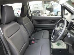 運転席は、シートリフターが標準装備されています。ドライバーの体格や好みに合わせたきめ細かい設定が可能です。