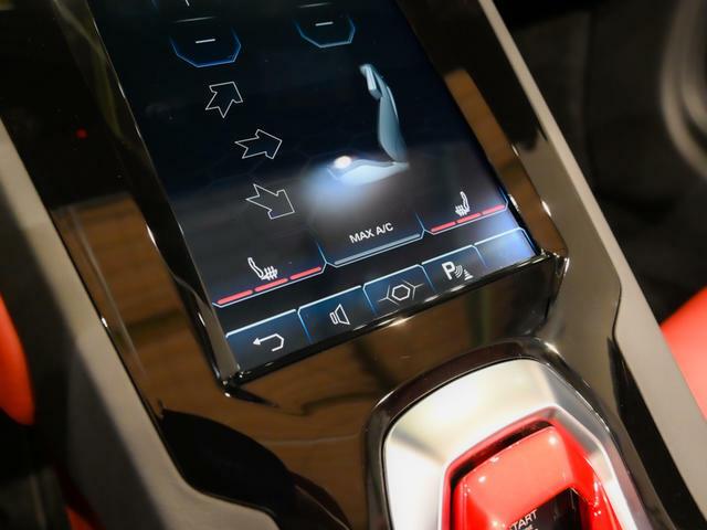 シートヒーター付きのシートとなります。 タッチスクリーンで3段階で暖かさを調節出来ます。