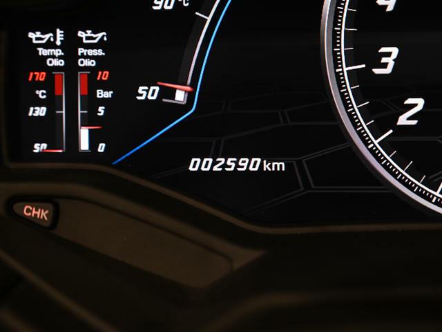 走行距離は2590km。 まだまだこれからの楽しみなお車です。