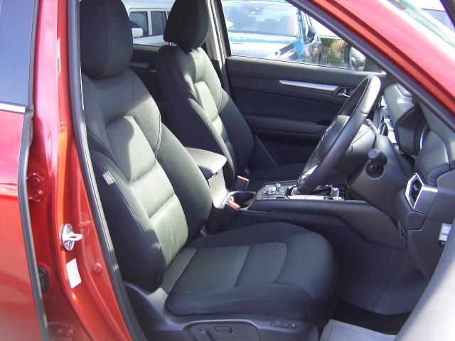 クッション性が高くボディーを包み込みロングドライブにも非常に疲れにくいシート!車の乗り心地にもこだわりたいですよね!