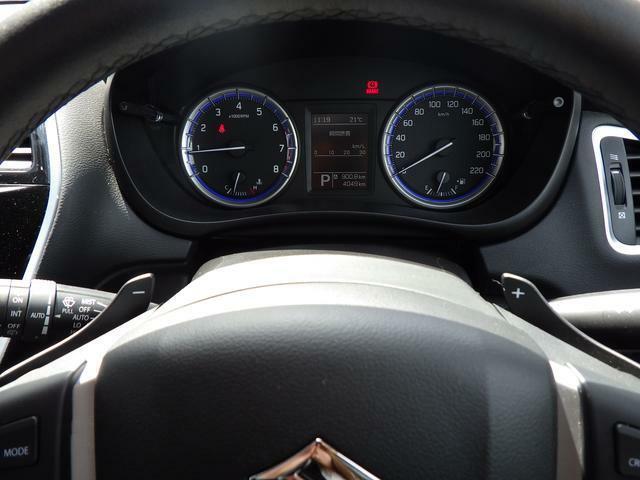 手元でシフトのUP/DOWNができ、手軽にマニュアル車感覚の運転を楽しめます。