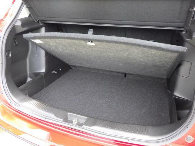 2段収納可能です。ラゲッジボードを取り外しすると 高さのある荷物も積み込みできます。
