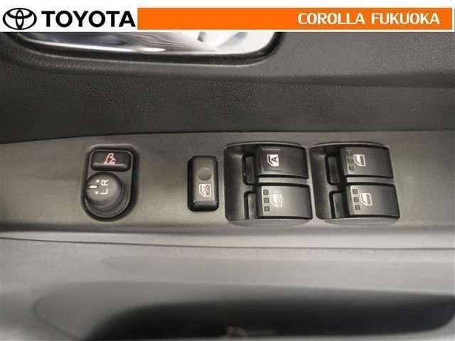 電動格納ミラーは、スイッチで簡単操作!狭いスペースでの取り回しや駐車時に大変重宝します。