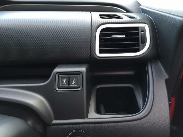 パワースライドドアは運転席からも操作可能。後席両側パワースライドのオプション装着車です