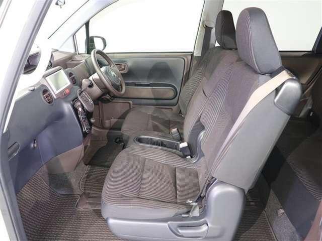 車内は除菌消臭済み。 特殊なチタンを噴き付け、抗菌・防臭効果を持つ微粒子を車内にコーティングする車内環境保護システム チタニアも好評です!ニオイを付きにくくし、ウイルスを短時間で減少させます。