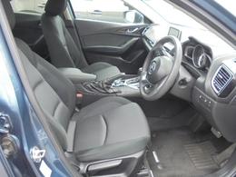 運転席はシートリフターやチルトステアリングで理想のシートポジションをキープできます!