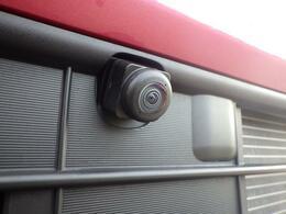 前後左右4つのカメラを装備。対応のナビゲーションを取り付けしていただくと、ナビ画面で映像の確認ができ、駐車をサポートします。