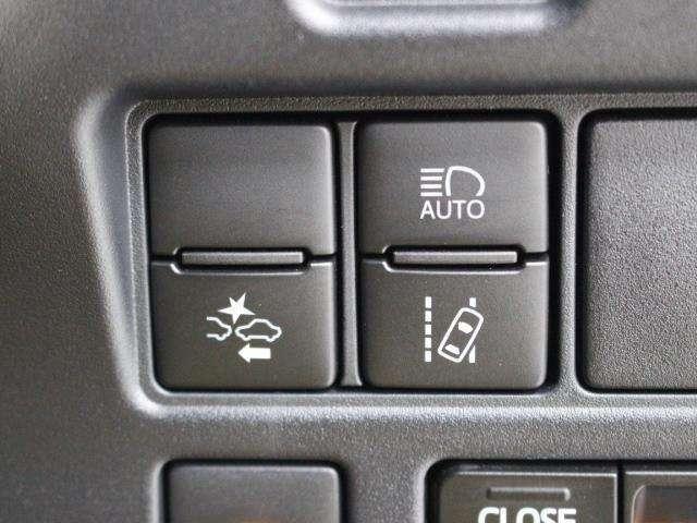 衝突回避支援パッケージ「Toyota Safety Sense」において、昼間の歩行者も検知対象に加えた「プリクラッシュセーフティ(レーザーレーダー+単眼カメラ)」を採用しています。