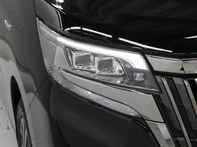 LEDヘッドライトには「オートマチックハイビームシステム」を搭載。夜間走行時にハイビームで走行可能と判断した場合、ロービームとハイビームを自動的に切り替え、前方視界確保をアシストします。