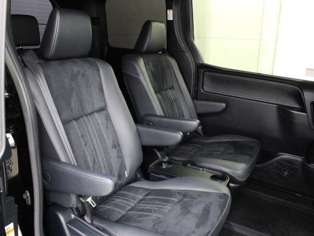 セカンドシートに超ロングスライドのキャプテンシートを採用、スライド量810mmを実現することで、多彩で快適なシートアレンジが可能となっています。