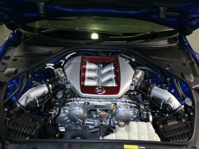 エンジンはV6 VR38DETT。570馬力(カタログ値)。20モデルでレスポンスが向上しました。