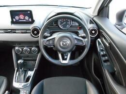 ブラック基調の運転席。もちろん美しいデザインと共に機能性も考え抜かれています。