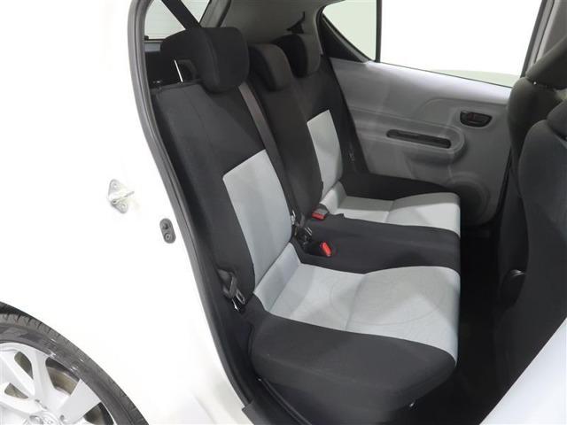 後席スペースも十分な広さを確保。