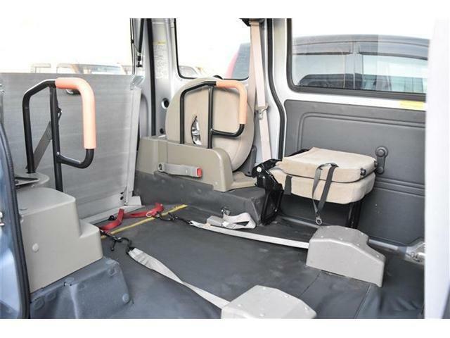 当店は、各メーカーの福祉車両販売に伴い、整備・板金も行っております。福祉車両の取扱いや架装装置の専門知識をもっており、福祉車両の代車もご用意しております。