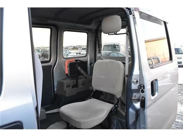 内装は専門業者によるクリーニングを施し納車いたします。
