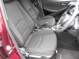 コンパクトカーでも大型のシートが採用されていますから、ロングドライブでも疲れ難いです。