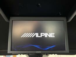 【アルパインフリップダウンモニター】天井にモニターが装備されています!お子様など、ロングドライブでも退屈せず楽しくお過ごし頂けます☆