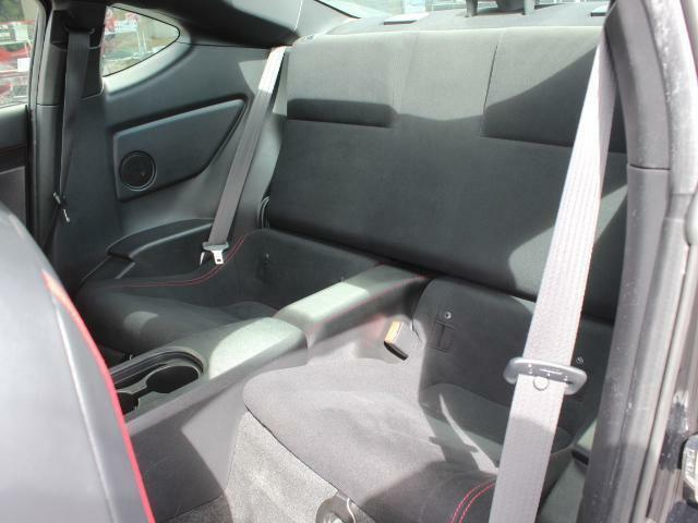 後部座席にも目立つ使用感はございません!