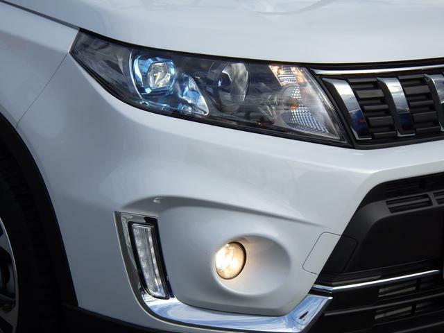 省電力・長寿命・高輝度の3拍子揃った LEDヘッドランプを装備しています。
