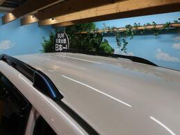 ●人気オプション【ルーフレール】SUV感を際立たせてくれるアイテムです!!ルーフボックス取り付けできたりキャンプなどにも便利!!もちろん見た目重視の方にもおすすめです♪