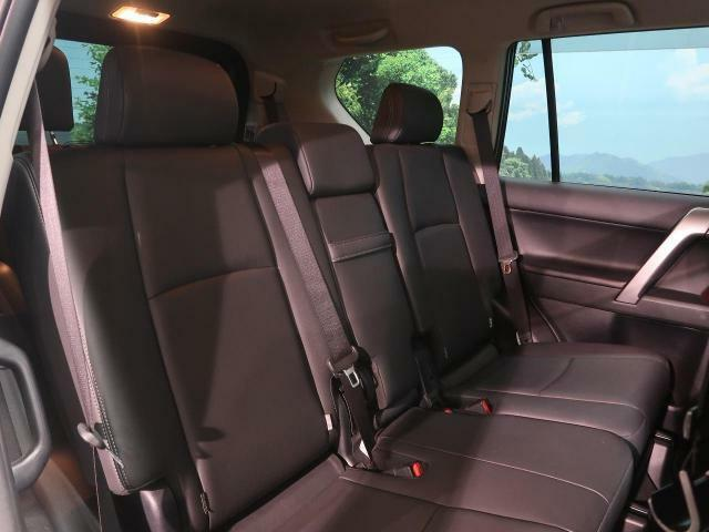 『セカンドシートは使用感も少なくキレイな状態です!大人でも快適c乗って頂けます♪』