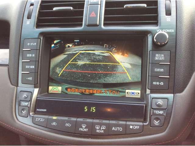 バックカメラ付きで駐車もラクラク安心です。
