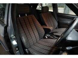 パワーシートは全調整部位が完動です。前オーナーがシート内部をリフレッシュしているためヘタリが少ないです!