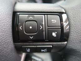 【車線逸脱システム】道路上の白線(黄線)をカメラで認識し、ウインカー操作を行わずに車線を逸脱する可能性がある場合、ブザーとディスプレイ表示により注意喚起を行います。