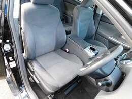 シート座面の位置が乗降りしやすいちょうどいい高さです。シートを外して室内をくまなく徹底洗浄&消臭除菌のまるごとクリーニングを実施してます